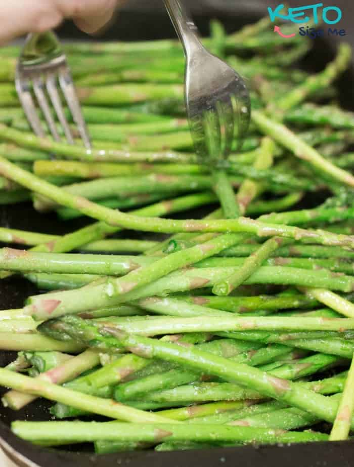 Delicious Keto Garlic Bakes Asparagus Recipe. See this and more Ketogenic Diet Recipes on Keto Size Me