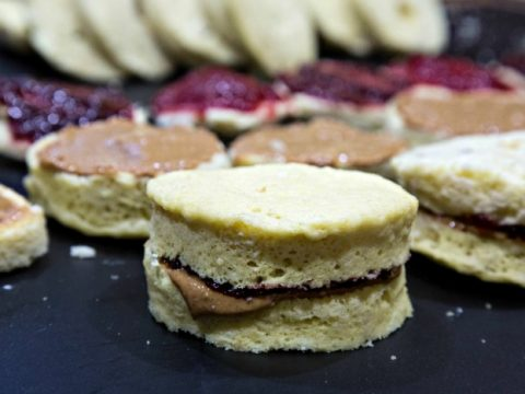 Keto Peanut Butter and Jelly Sandwiches Recipe - pb&j, low carb, gluten free, sugar free, Think you have to give up peanut butter and jelly on Keto? Think again!| ketosizeme.com