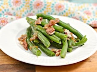 Keto Roasted Green Beans with Pecans